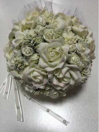 Букет с екрю рози