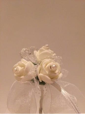 Бутониера Сиси в бяло