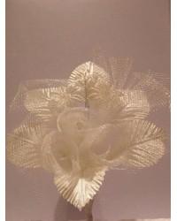 Бутониера с рози в екрю