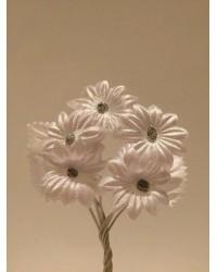 Сватбена бутониера с цветя