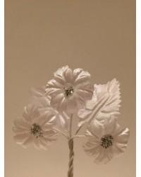 Сватбена бутониера с три цветчета