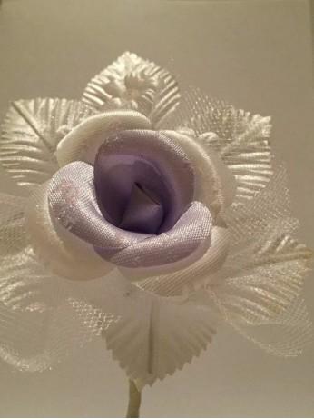 Бутониера с роза в лилаво