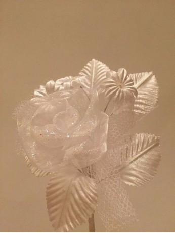 Бутониера - роза с листенца