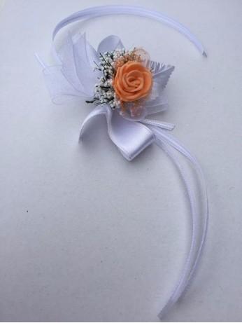 Цвете за ръка с роза в цвят праскова