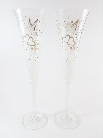 Ритуални чаши със златисти сърца