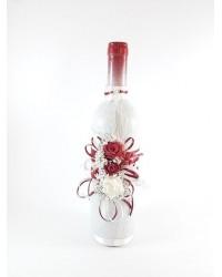 Украсено вино с бордо рози
