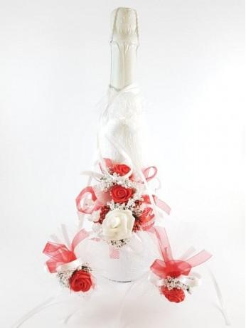 Красив сватбен комплект в бяло и червено с рози 4