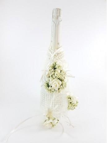 Шампанско украсено с перли и рози
