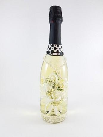 Шампанско с дантела и перли