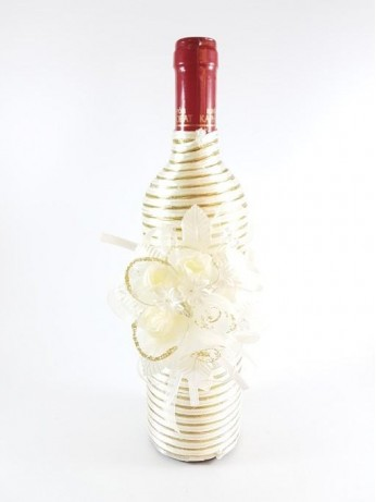 Бутилка вино с украса от цветя модел 3
