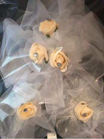 Украса за кола от рози и органза