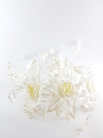 Прекрасна украса за коса от рози