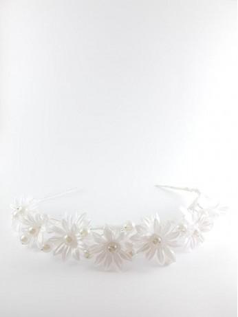 Красиво бяло венче с перли