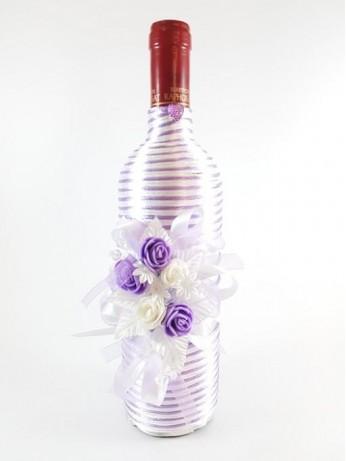 Вино с бели и лилави рози